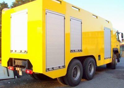 Camion industriel équipé de rideau sur mesure