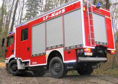 Camion de pompier équipé de rideaux aluminium à fermeture T3
