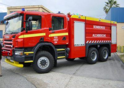 Camion d'incendie équipé de deux volets roulants aluminium