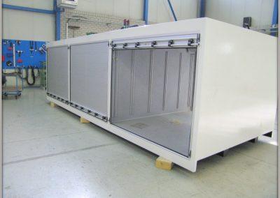 Caisson de camion industriel équipé de rideaux anodisés