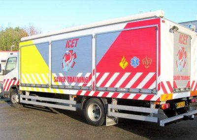 Camion d'intervention avec rideaux aluminium personnalisés