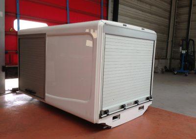 Caisson camion avec rideaux aluminium encastrés