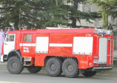 Camion incendie d'intervention avec volets roulants aluminisés