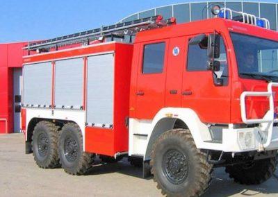 Camion feux de forêt avec compartiment de rangement