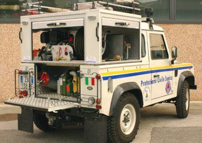 Defender de la protection civil avec caisson aménagé
