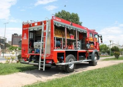 Camion incendie équipé de rideaux alu