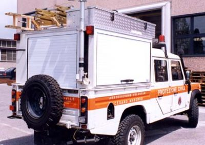 Defender avec caisson amenager pour intervention speciale