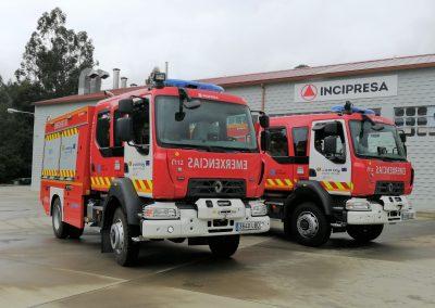 Camion d'intervention incendie équipé de rideaux personnalisés