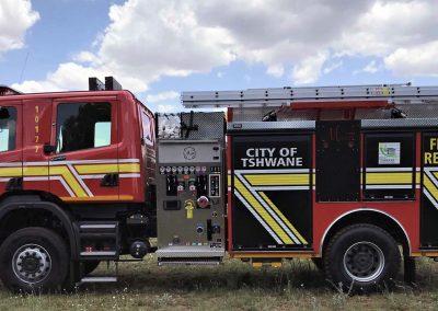 Camion sapeurs-pompiers américain avec personnalisation rideaux