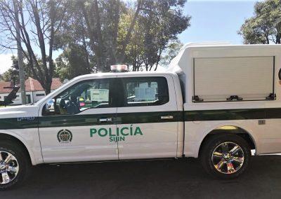 Véhicule de police avec caisson sur mesure