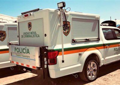 Véhicule de protection civile avec caisson sur mesure