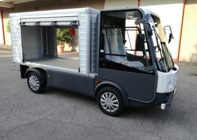 Camion électrique de livraison