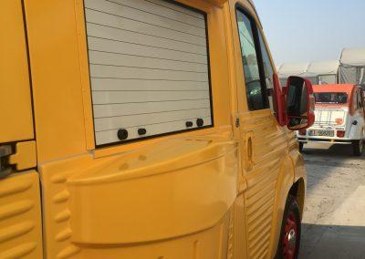 Food truck avec rideaux alu