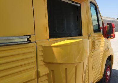 Food truck avec rideaux aluminium